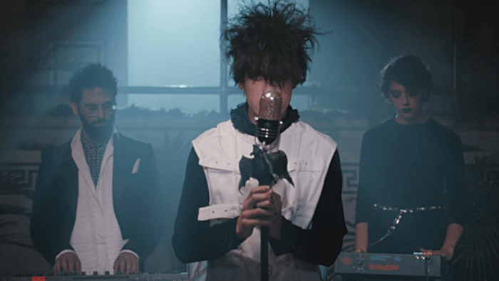 mgmt-little-dark-age-video-end-of-a-century-foto