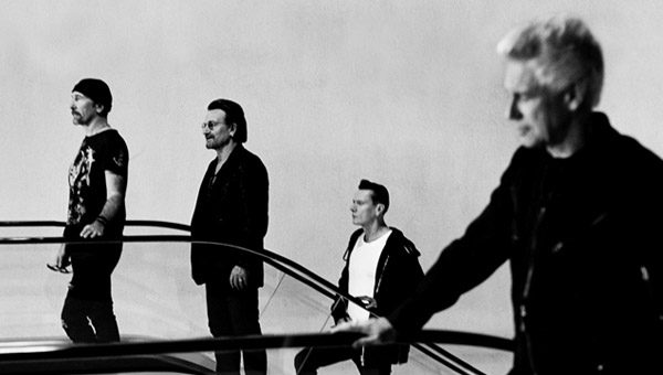 U2-songs-of-experience-band-aeroporto-foto