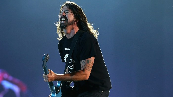 Foo-Fighters-Dave-Grohl-fan-brisbane-video-end-of-a-century-foto