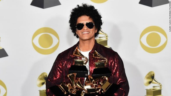 bruno-mars-grammy-awards-2018-end-of-a-century-foto