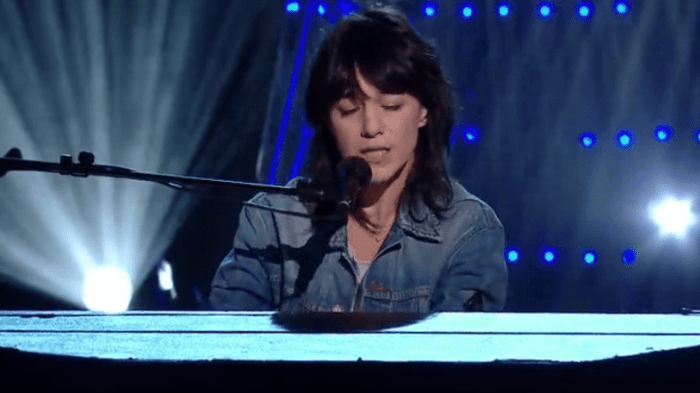 charlotte-gainsbourg-runaway-cover-canzone-video-end-of-a-century-foto