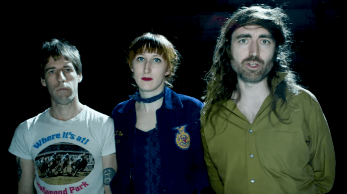 a-place-to-bury-strangers-there-is-only-one-of-us-video-end-of-a-century-foto