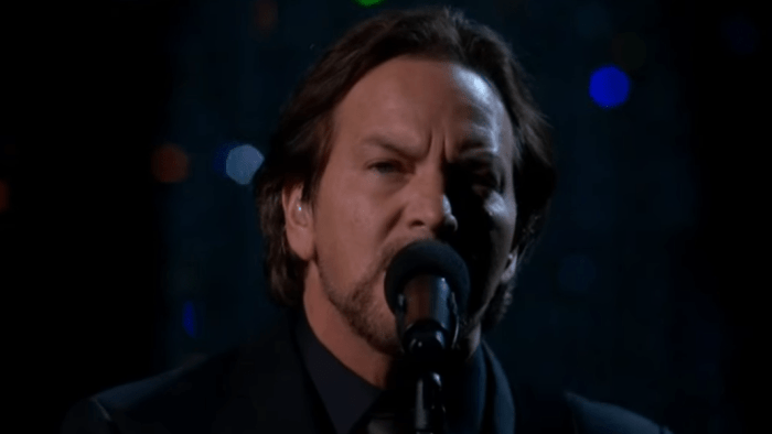 eddie-vedder-tom-petty-oscar-video-room-at-the-top-end-of-a-century-foto