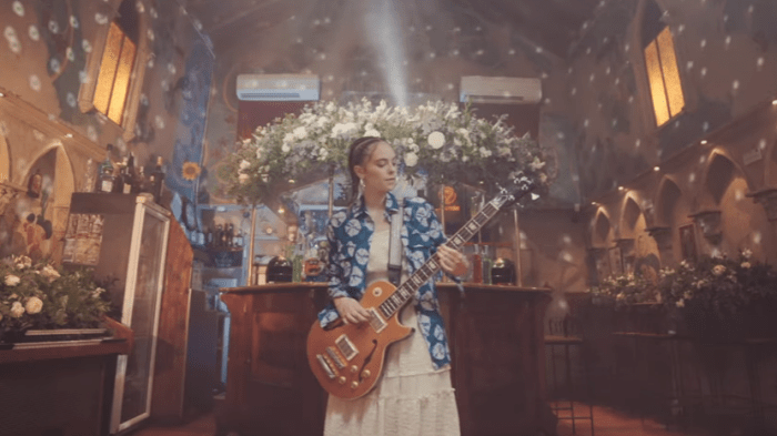 francesca-michielin-bolivia-video-end-of-a-century-foto
