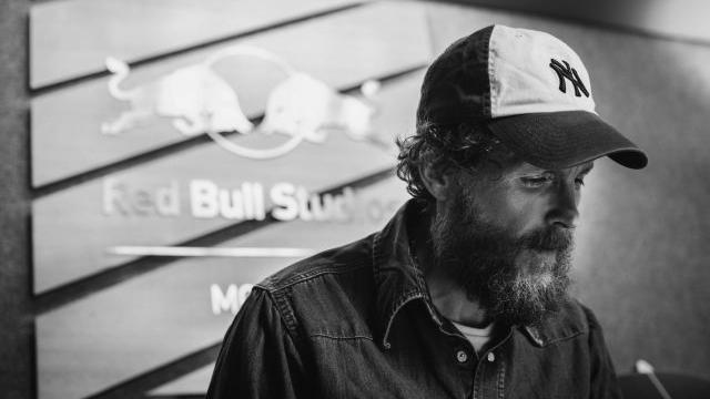 jovanotti-red-bull-studio-contest-cappello-foto