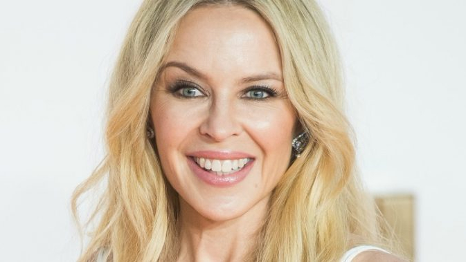 kylie-minogue-stop-me-from-falling-canzone-foto