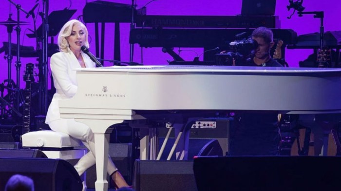 lady-gaga-your-song-canzone-elton-john-foto