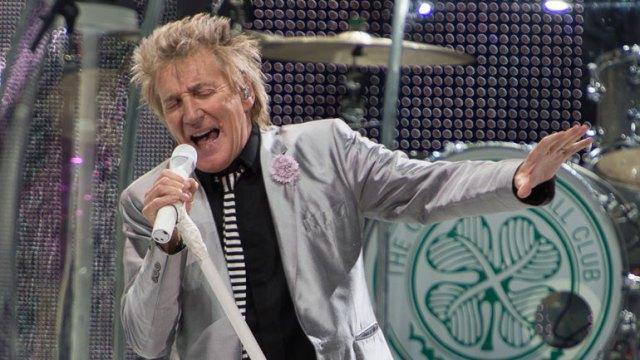 rod-stewart-nuovo-album-blood-red-roses-2018-end-of-a-century-foto