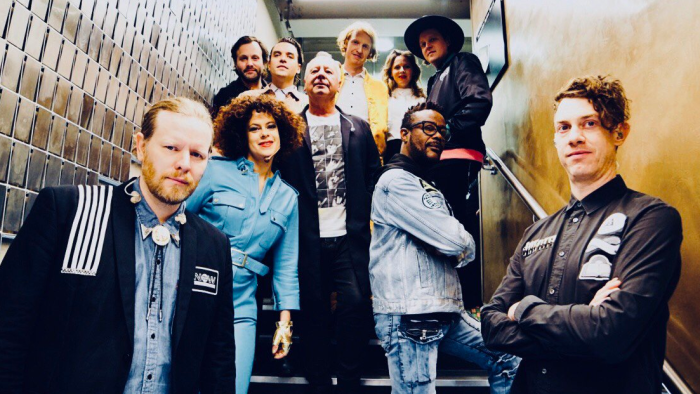 arcade-fire-jim-kerr-dont-you-simple-minds-video-end-of-a-century-foto