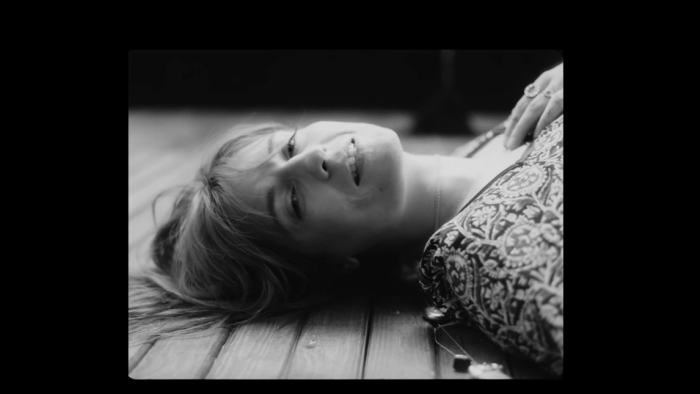 florence-and-the-machine-sky-full-of-song-video-end-of-a-century-foto