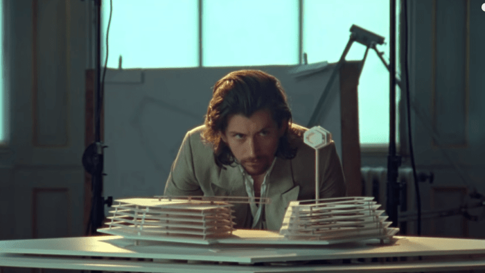 arctic-monkeys-four-out-of-five-video-end-of-a-century-foto