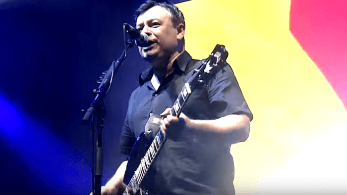 "manic street preachers video ""People Give In"" nuovo album ""Resistance Is Futile"" foto"