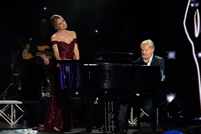 """Festival della bellezza Verona, concerto """"Lucio"""" Ron e Michelle Hunziker prima serata venerdì 31 agosto 2018 Canale 5"""