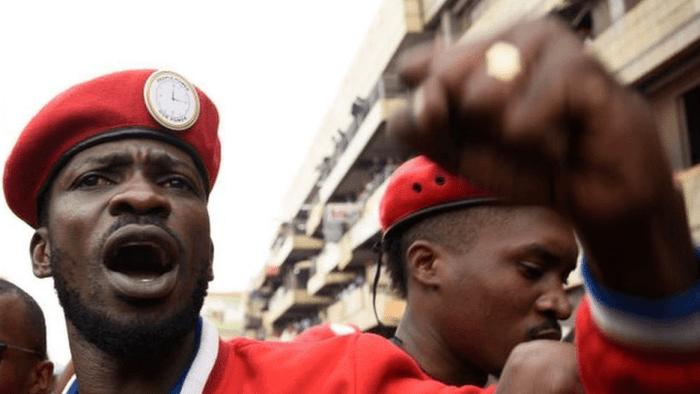 Chris Martin, Damon Albarn, Adam CLayton e altri musicisti si schierano contro l'imprigionamento di Bobi Wine in Uganda