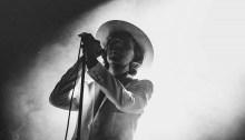 """Al Riot Fest di Chicago 2018, Beck ha cantato con Gary Numan """"Cars"""" canzone del 1979"""
