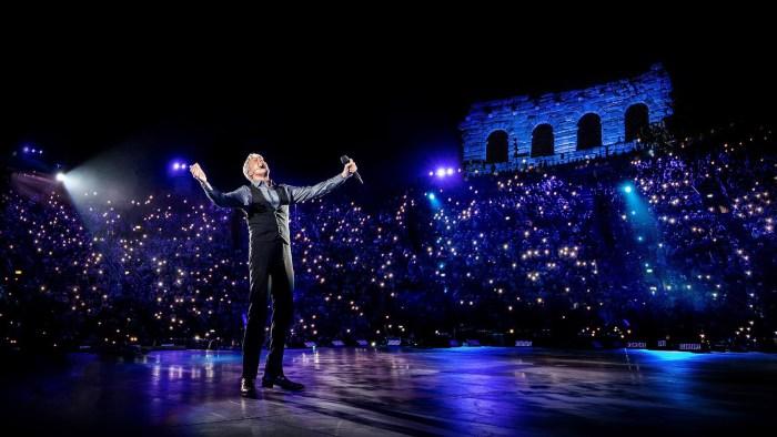 """Claudio Baglioni aggiunge due nuovi concerto il 12 marzo a Acireale e il 12 aprile a Milano per """"Al Centro Tour"""""""