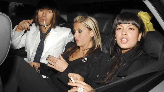 Lily Allen nella sua biografia in uscita ha affermato di aver fatto sesso in aereo nel 2009 con l'ex cantante degli Oasis Liam Gallagher