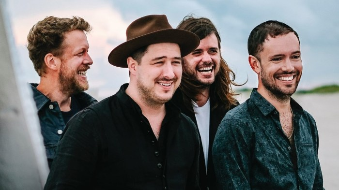 "Mumford and Sons nuovo video e singolo ""Guiding Light"" che anticipa il nuovo album ""Delta"" in uscita il 16 novembre"