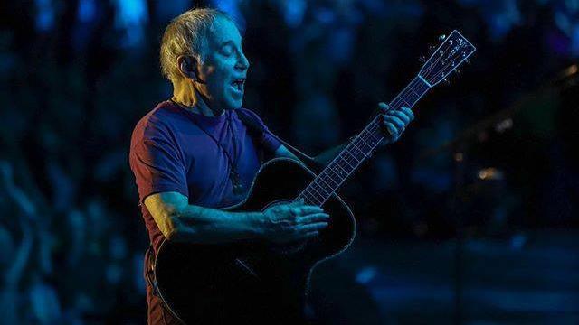 """Paul SImon ha tenuto l'ultimo concerto del tour d'addio """"Homeward Bound"""" a New York, ecco scaletta e video della serata"""