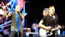 """Pearl Jame e Bill Janovitz suonano """"Taillights Fade"""" cover dei Buffalo Tom del 1992 per la prima volta"""