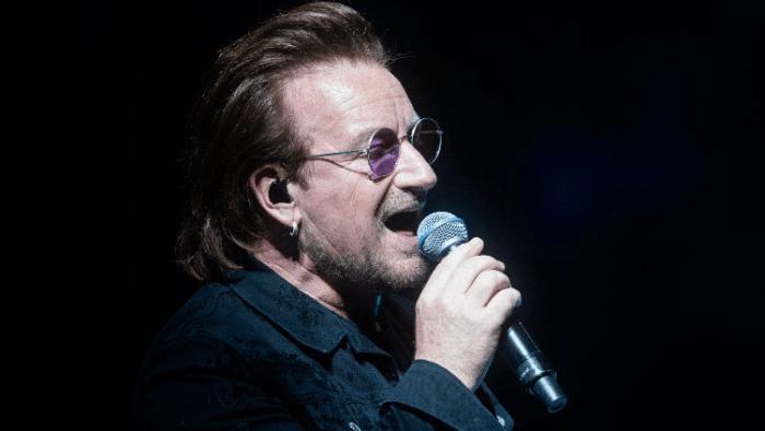 Bono Vox voce degli U2 ha annullato il concerto del 1 settembre alla Mercedes -Benz Arena di Berlino a causa di problemi di mancanza di voce