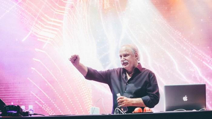 Giorgio Moroder si esibirà il 17 maggio 2019 a Milano, il 18 a Firenze e il 19 a Roma
