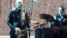 """The Smashing Pumpkins presentano per la prima volta dal vivo """"Silvery Sometimes (Ghosts)"""" alla Wembley Arena di Londra"""