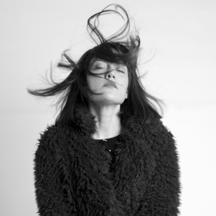 """Alessandra Contini ha annunciato l'album di debutto solista """"Continentale"""" e il primo singolo """"I Miei Complimenti"""" in uscita il 30 novembre"""