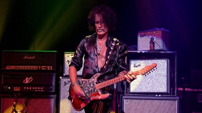 Joe Perry, chitarrista degli Aerosmith sta bene ed è vigile dopo il ricovero di sabato sera