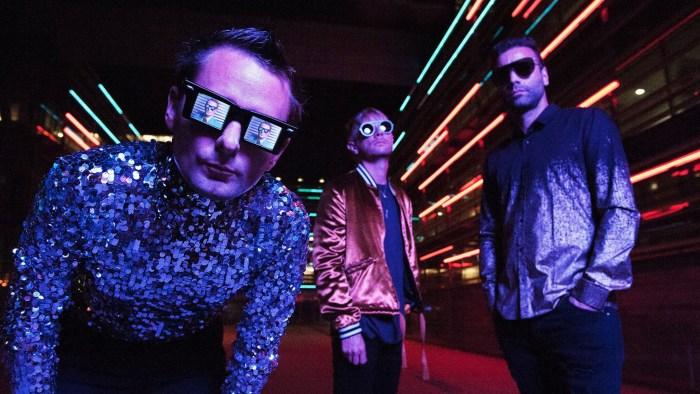 """I Muse tornano in Italia con il """"Simulation Theory World Tour"""" il 12 luglio a Milano e il 20 luglio a Roma"""