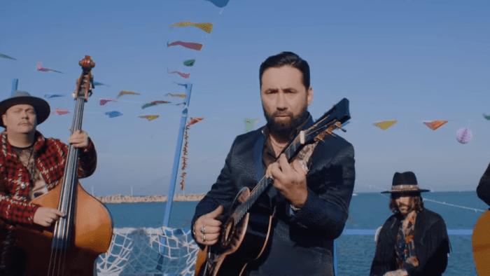 """I Tiromancino raccontano una storia gipsy nel nuovo video """"Sole Amore e Vento"""""""