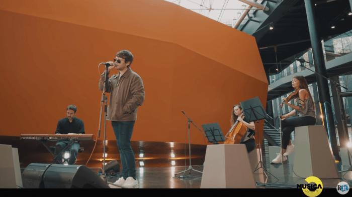 """Gazzelle suona per la prima volta """"La Cura"""" di Franco Battiato per Musica Da Asporto al Macro Asilo di Roma"""