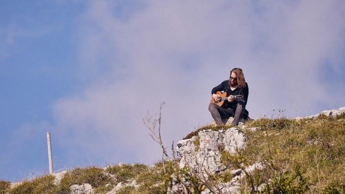 """Nik Valente celebra i 100 anni dalla fine della Grande guerra con """"Passerà"""", singolo e video"""
