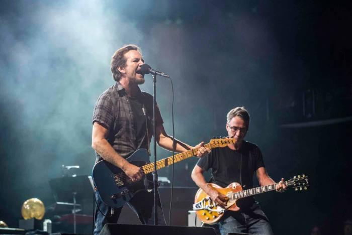 I Pearl Jam hanno pubblicato su Youtube una compilation di rarità natalizie per i fan