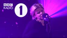 """Robyn ha cantato per la BBC """"Last Christmas"""" dei Wham"""