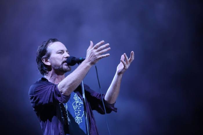 """Compare in rete la cover di """"That Lonesome Road"""" di Eddie Vedder risalente al 2003"""