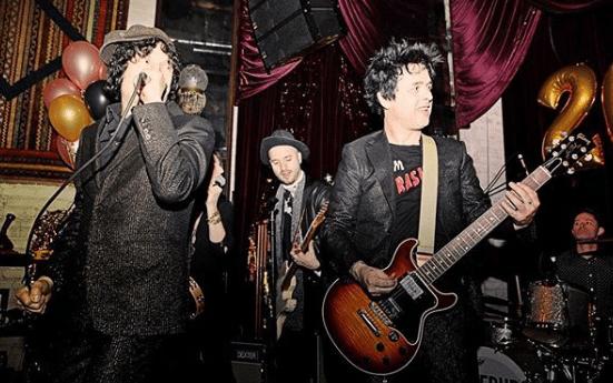 The Coverups in concerto per Capodanno con Billie Joe e Duff McKagan