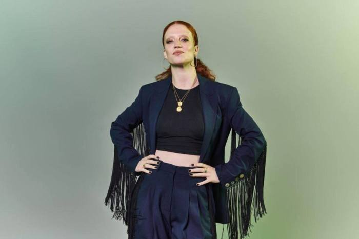 Jess Glynne in concerto il 14 agosto all'Arena della Versilia