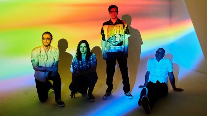 """I Weezer sono tornati con il nuovo e tredicesimo album """"The Black Album"""""""