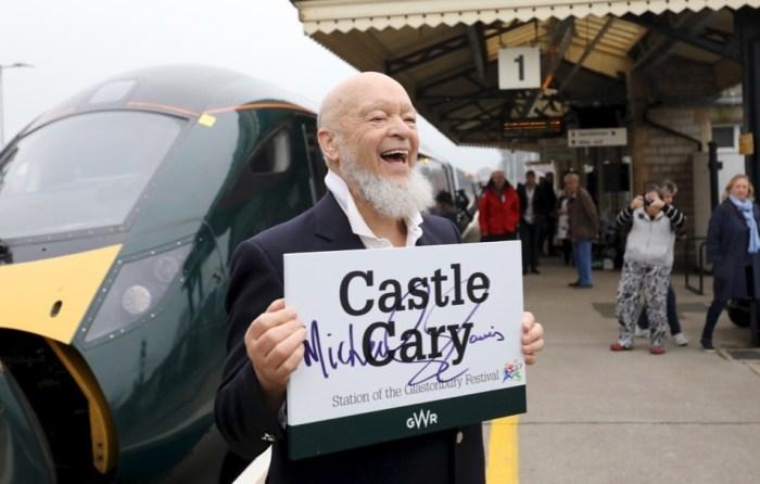 La stazione di Castle Cary dedicata al festival di Glastonbury