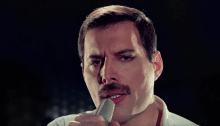 """Freddie Mercury inedito piano e voce nella nuova versione di """"Time Waits For No One"""" prodotta da Dave Clark"""