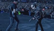 Tom Morello sale sul palco dei Muse a Manchester