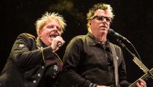 Gli Offspring hanno ultimato i lavori per il nuovo album ma cercano un'etichetta