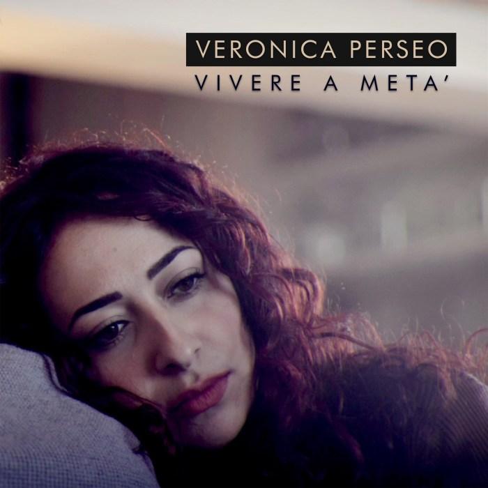 """Veronica Perseo copertina """"Vivere a metà"""""""