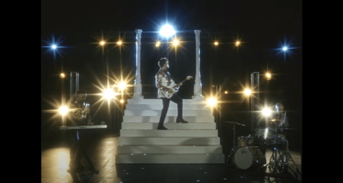 "The Kolors video ""non è vero"""