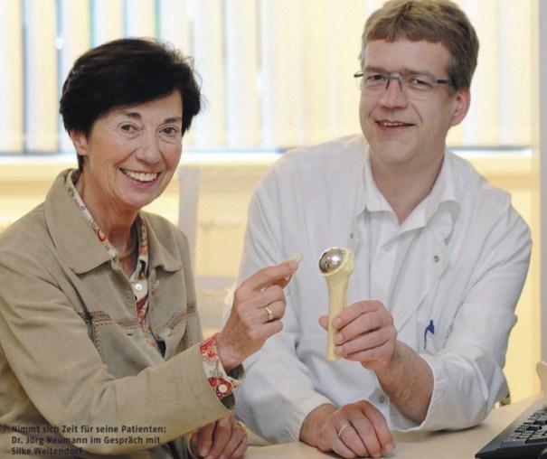 Всегда найдет время для своих пациентов: доктор Йорг Нойманн беседует с Зильке Вайтендорф