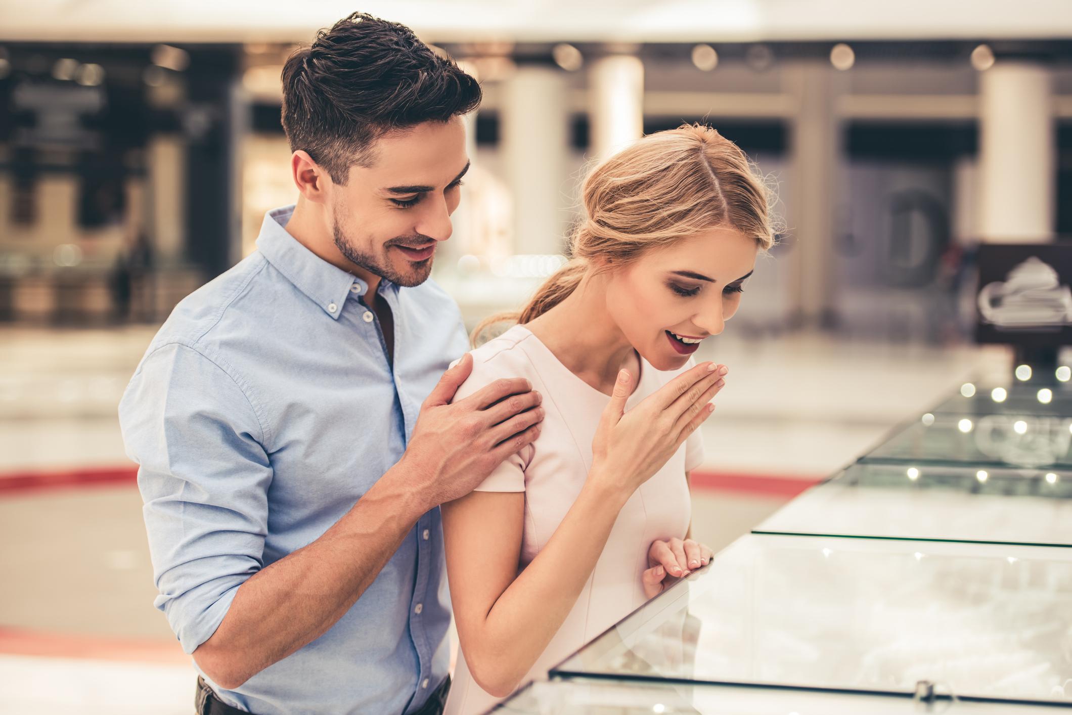 プロポーズ から 結婚式 まで 段取り 指輪 選び