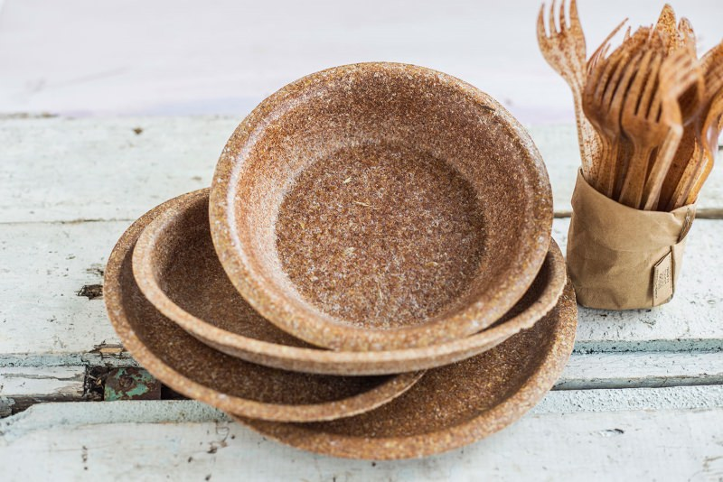 Edible plates made of wheat bran