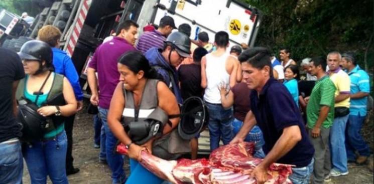 Egy élelmiszerszállító teherautó kifosztása