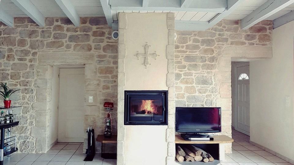 Decoration-enduit-imitation-pierre-sculpte-par-enduit-lenoir-2021